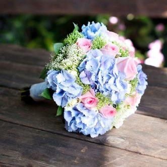 Букет невесты из гортензий и роз «Предвкушение»
