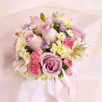 Букет невесты из хризантем и роз «Спасибо за любовь»