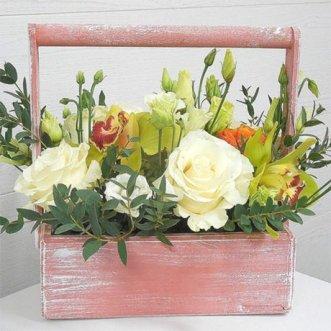 Орхидеи и розы в ящичке