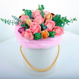 Розы и тюльпаны в коробке
