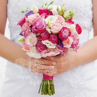 Букет невесты из кустовых розовых роз и эустом