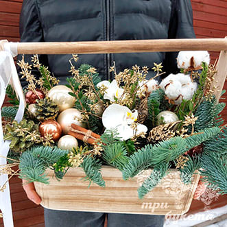 Новогодний ящик с золотым декором