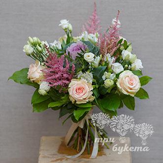 Букет из белых и кремовых роз