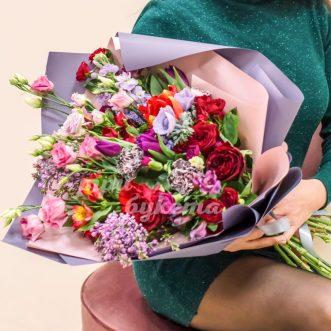 Букет из тюльпанов, роз и гвоздик