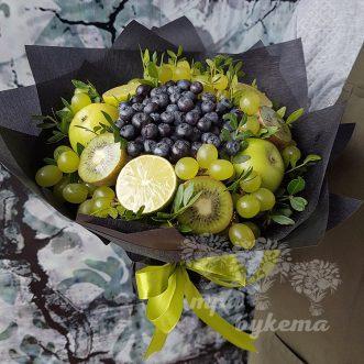 buket-iz-fruktov-i-cherniki